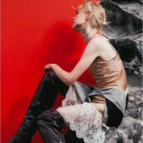 Amazing look from Koché, the revelation of Couture streetwear. Read more on the journal! Link in bio ・・・ #Repost @koche_official KOCHÉ in @madamefigarofr  Stylist @agnespoulle  Photo @julien_vallon  #koché #koche #sophiehallette #lace #leaverslace #Couture #Paris