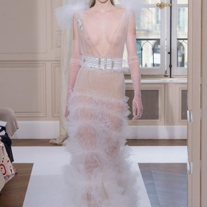 Schiaparelli Couture Fall 17, just flawless! #sophiehallette #tulle #bobbinettulle #couture #fall17 #runway #schiaparelli #madeinfrance