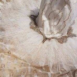 All that glitters… #newcollectionfw18 #dream  #ethereal #gold #dentellecalaiscaudry #dentelleleavers #bridal #gown #frenchlace