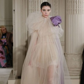 Valentino Haute Couture simply perfect ! Tulle as light as air. Huge bravo to @pierpaolopiccioli_ for so much talent! #parisfashionweek #hautecouture #illusiontulle #bobbinettulle