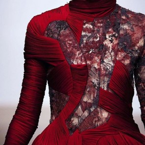 In love with this @yiqingyin dress #lace #museumoflace #details #silhouette #red #sophiehallette #dentelledecalaiscaudry #madeinfrance