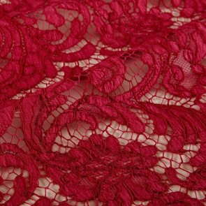 Lace lovers.🌹#repost #freoliclondon #red #creation #dress #reddress #dentelle #lace #sophiehallette #dentelledecalaiscaudry #madeinfrance
