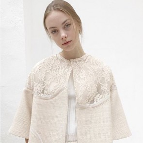 This romantic and sophisticated floral lace coat by Aeves. Bravo ✨ #aeves #lace #dentelle #details #dentelledecalaiscaudry #madeinfrance