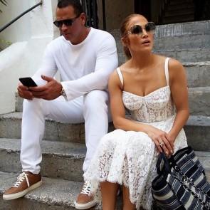 Summer vibes with this lace dress !  Repost from @jlo  #capri #dentelle #whitelace #lace #dress #largedress #jenniferlopez #jlo  #dolcegabbana #sophiehallette #dentelledecalaiscaudry #madeinfrance