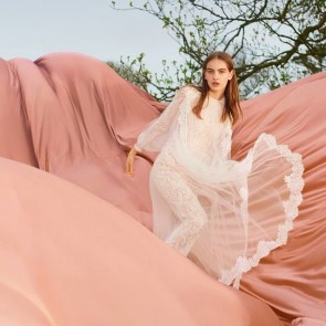 The new Stella McCartney compaign for Winter 2018. Freedom and Nature. #johnnydufort fluid #lace #dentelle #nature #creation #freedom #stellamccartney #sophiehallette #dentelledecalaiscaudry #madeinfrance