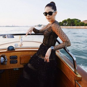 Araya A. Hargate wore a Ralph and Russo dress at Venice Film Festival! Gorgeous🌜💃 #repost #glitter #glittertulle #dot #shinydot #boat #venice #venicefilmfestival2018 #venice festival #arayaalbertahargate #thailand #dentelle #lace #tulle #ralphrusso #ralphandrusso #sophiehallette #dentelledecalaiscaudry #madeinfrance