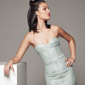 The lace delaney dress by Colter London! @colterlondon #lacedress #dress #robeendentelle #london #france #paris #robe #dentelle #dentellefrançaise #dentellecalaiscaudry #colterlondon #sophiehallette #madeinfrance