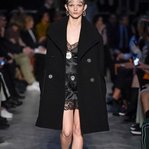 FASHION SHOW 💃 Black lace at the Burberry FW19 #Tempest runaway 🖤✨ .  #dentelle #lace #dentellefrancaise #dentelledecalais #dentelledecalaiscaudry #madeinFrance #Burberry #LFW #londonfashionweek #BurberryShow #BurberryAutumnWinter19 #AW19 #fashionweek #London #readytowear #rtw #runaway #catwalk