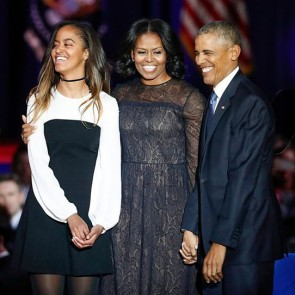 Oh Michelle 🥰 @michelleobama wearing a Jason Wu dress with our lace back in 2017 at @barackobama Farewell Speech in Chicago 🇺🇸 .  #dentelle #dentelledecalais #dentelledecalaiscaudry #dentellefrancaise #madeinfrance #sophiehallette #lace #obama #michelleobama #potd #jasonwu #tbt #throwback #throwbackthursday