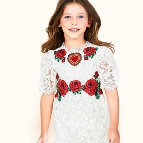 DG BAMBINO 🌸 Romantic dress by @dolcegabbana ✨ .  #dgbambino #kidfashion #dolcegabbana #dentelle #dentelledecaudry #dentelledecalais #dentelledecalaiscaudry #dentellefrancaise #madeinfrance #sophiehallette #lace #fashionkids