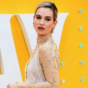 Lily James wearing Burberry with our chantilly lace at the Yesterday movie premiere ✨ .  #dentelle #dentelledecalais #dentelledecaudry #dentelledecalaiscaudry #madeinfrance #frenchlace #lace #sophiehallette #dentellefrancaise #chantilly #chantillylace #lilyjames #yesterday #yesterdaymovie #thebeatles #burberry