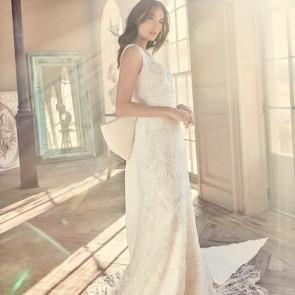 Embroidered Sophie Hallette lace by @sarehnouri 👰✨ .  #dentelle #dentellefrancaise #dentelledecalais #dentellesecaudry #dentelledecalaiscaudry #frenchlace #lace #madeinfrance #sophiehallette #potd #wedding #bride #bridal #weddingdress #robedemariee #bridetobe #sarehnouri