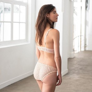 Our nude thin lace by @leslipfrancais 🔵⚪️❤️ .  #leslipfrancais #frenchlace #madeinfrance #lace #sophiehallette #dentelle #dentelledecalajs #dentelledecaudry #dentelledecalaiscaudry #dentellefrancaise #frenchcompany