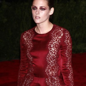 MetBall 2013 memories with #KristenStewart wearing a @stellamccartney wine suit with our embroidered lace trim 💃✨ .  #dentelle #dentelledecalais #dentelledecaudry #dentelledecalaiscaudry #dentellefrancaise #frenchlace #lace #madeinfrance #sophiehallette #metball #redcarpet