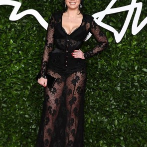 Daisy Lowe wearing @agentprovocateur last night at the Fashion Awards 2019 with our black calla lilies lace 🌸 .  #dentelle #dentelledecalais #dentelledecaudry #dentelledecalaiscaudry #dentellefrancaise #frenchlace #lace #madeinfrance #sophiehallette #agentprovocateur #fashionawards #fashionawards2019 #daisylowe #callalilies