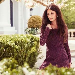 @catherinezetajones wearing our purple sun-flower inspired lace 🌸 .  #dentelle #dentelledecalais #dentelledecaudry #dentelledecalaiscaudry #dentellefrancaise #madeinfrance #frenchlace #lace #sophiehallette #catherinezetajones #zoro