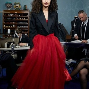 @dolcegabbana with our tulle for a red voluminous stylish skirt ♥️ #sophiehallette #dentelle #dentelledecalais #dentelledecaudry #dentelledecalaiscaudry #dentellefrançaise #frenchlace  #lace #madeinfrance #dolcegabbana #redskirt